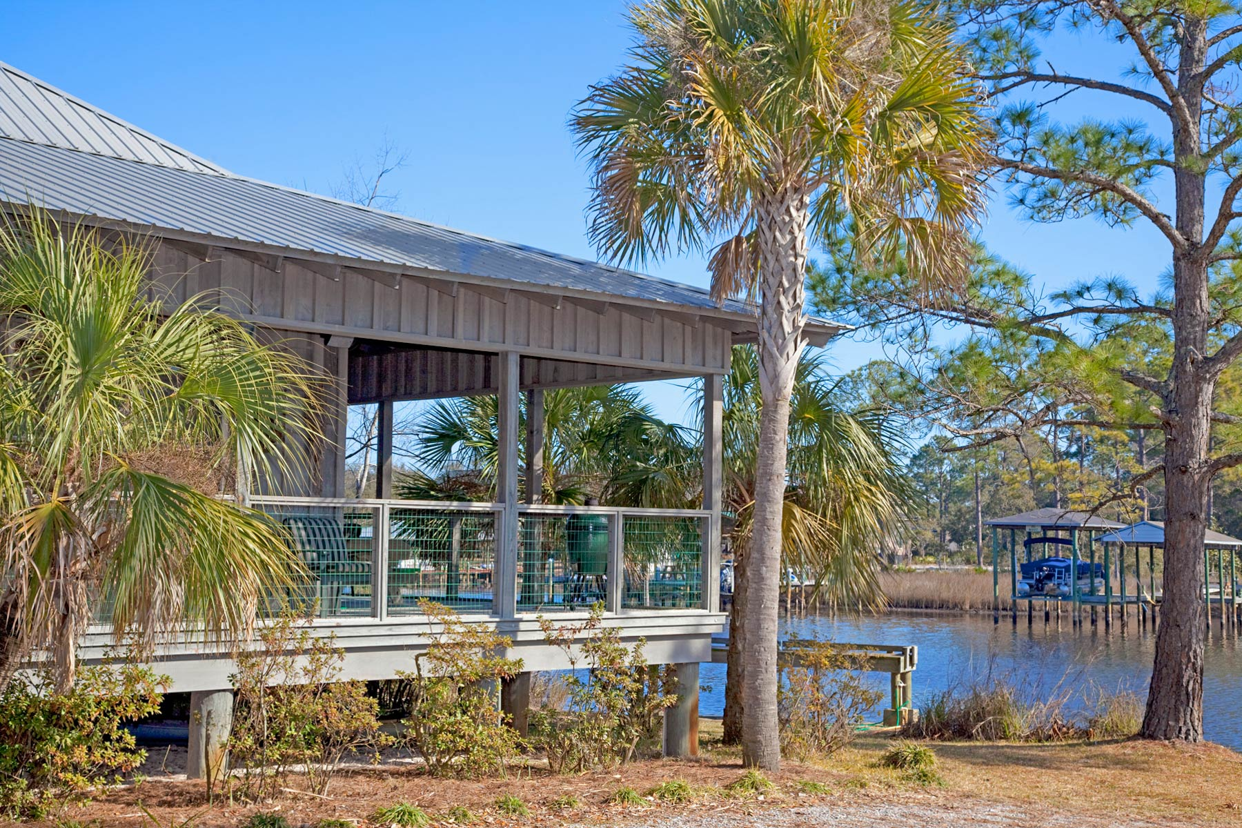 Balcony of Fishing style cottage with wrap around cover porch on Florida bayou.